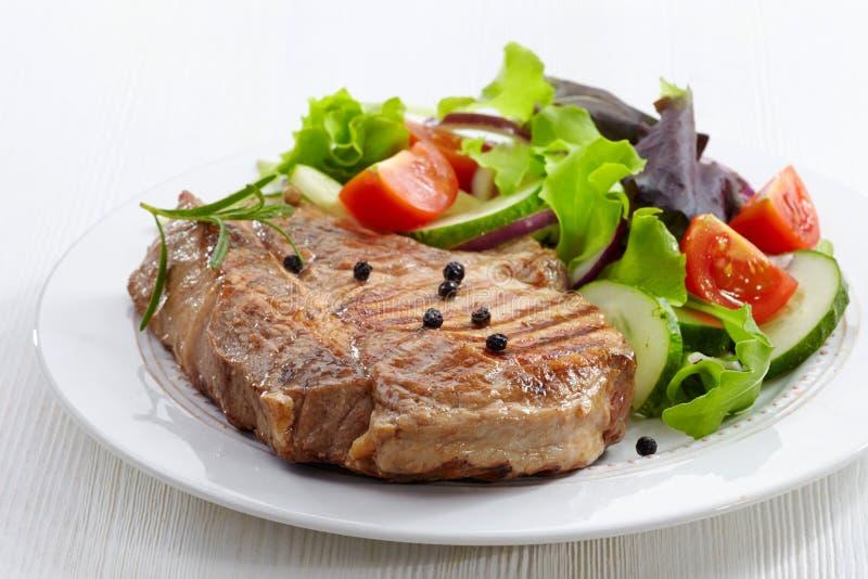 Piec na grillu mięsny stek fotografia royalty free