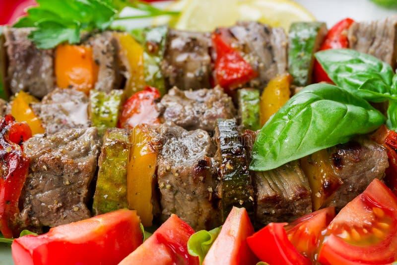 Piec na grillu mięso na skewers fotografia stock