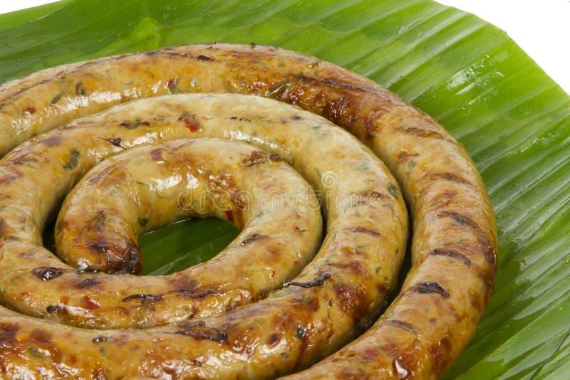 Piec na grillu Notrhern Tajlandzki Korzenny Kiełbasiany Sai Aua na białym tło bielu tle zdjęcie stock
