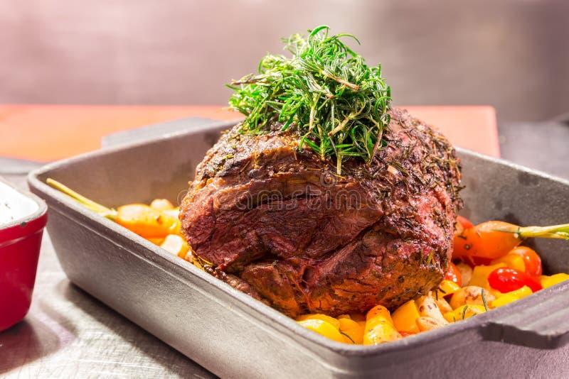 Piec na grillu oko wołowiny stek zdjęcie stock