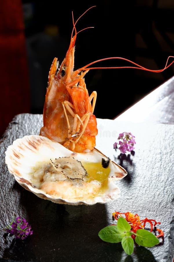 Piec na grillu owoce morza zdjęcia royalty free