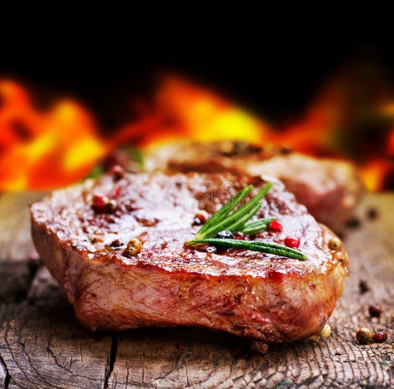 piec na grillu stek obrazy royalty free