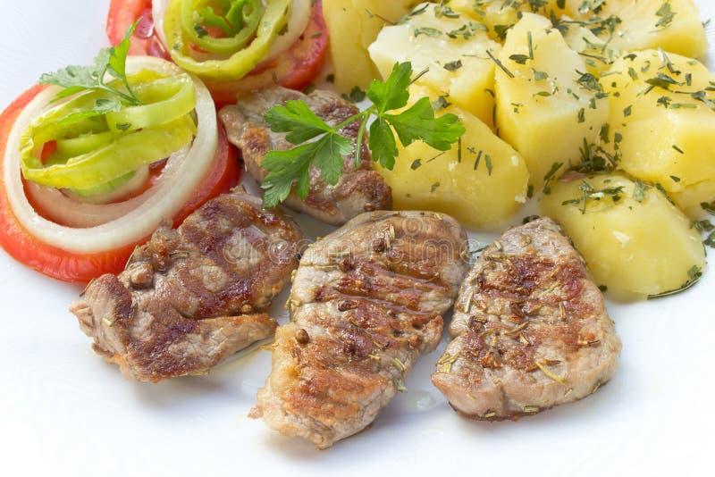 Piec na grillu wieprzowin polędwicowi warzywa i mięso fotografia royalty free
