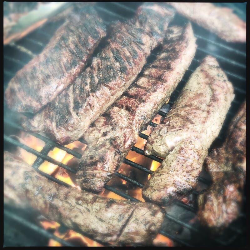 Piec na grillu wieszaka stek obraz stock