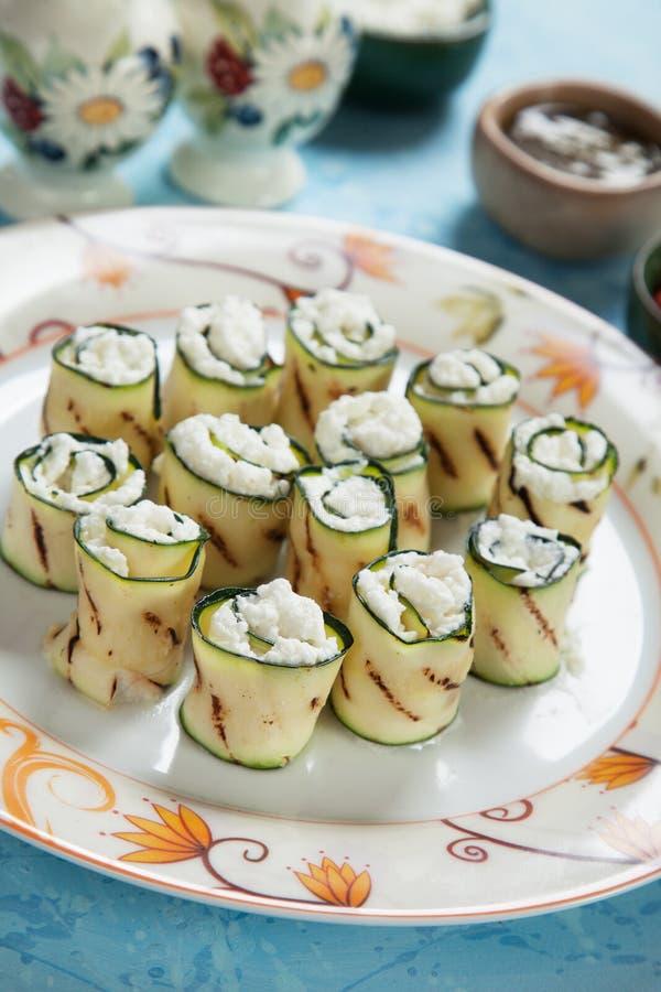 Piec na grillu zucchini rolki zdjęcia royalty free