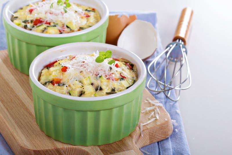 Piec omlet z warzywami zdjęcie stock