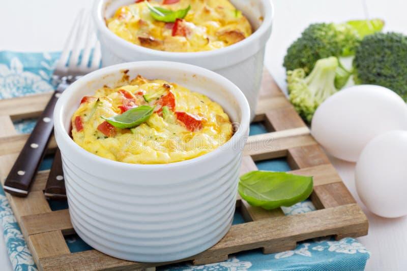 Piec omlet z warzywami fotografia stock