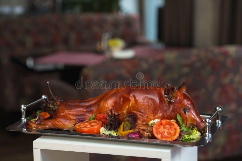 Piec osesek świnia z warzywami fotografia royalty free