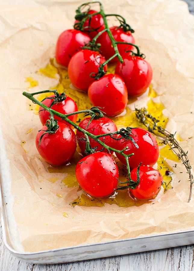 Piec pomidory obrazy stock