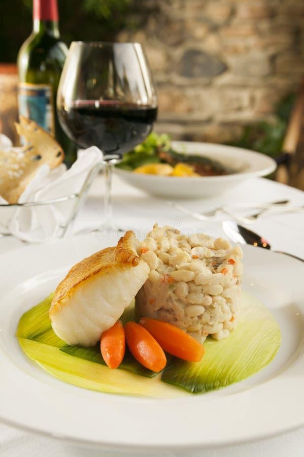 Piec rybi owoce morza gość restauracji. obrazy royalty free