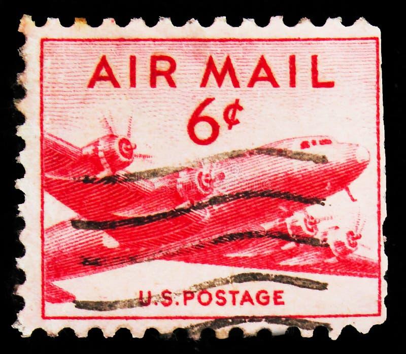 Pieczęć pocztowa drukowana w Stanach Zjednoczonych pokazuje DC-4 Skymaster, Airmail 1941-1949 serie, ok. 1949 zdjęcia stock