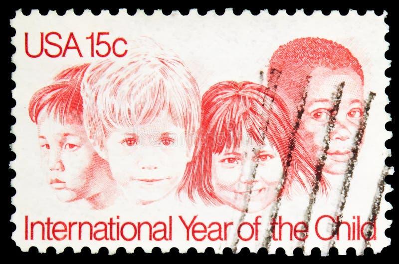 Pieczęć pocztowa drukowana w USA pokazuje Międzynarodowy Rok Dziecka, 15 c - United States cent, serie, około 1979 fotografia stock