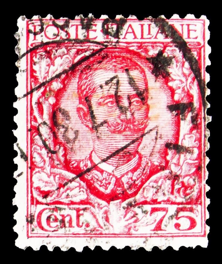 Pieczęć pocztowa wydrukowana we Włoszech przedstawia wizerunek króla Vittorio Emanuele III i ozdoby kwiatowe, Floreal serie, 75 w obrazy stock