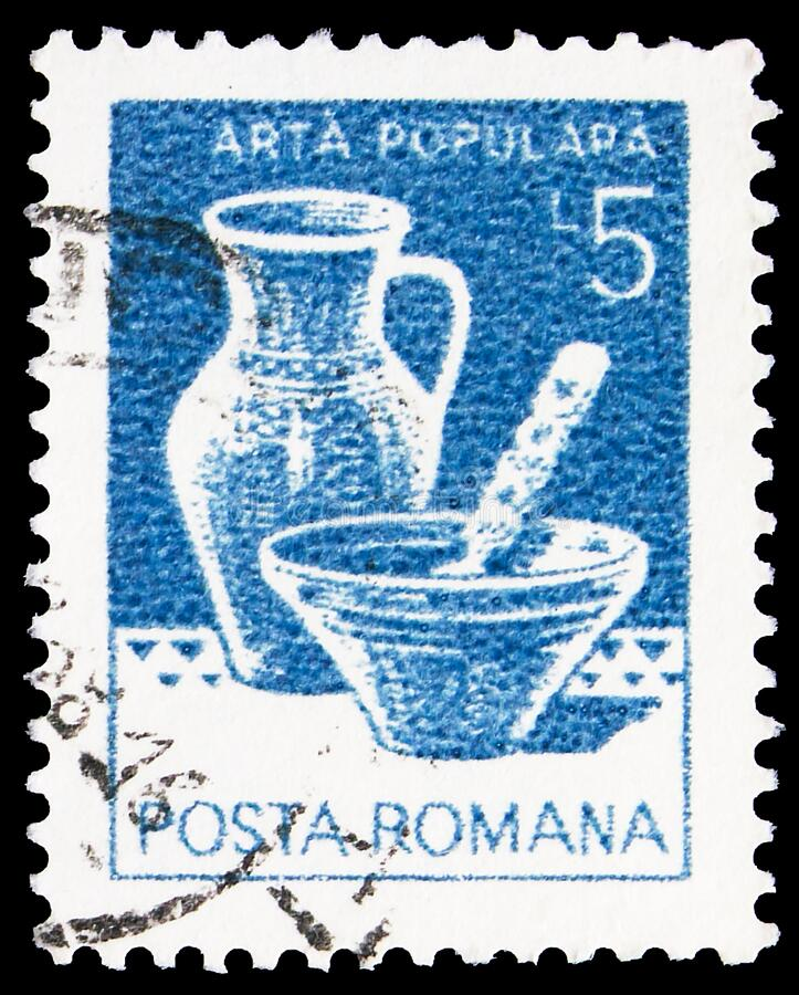 Pieczęć pocztowa wydrukowana w Rumunii przedstawia ceramiczną miskę i garnek, Marginea-Suceava, Household Utensils serie, około 1 obraz royalty free