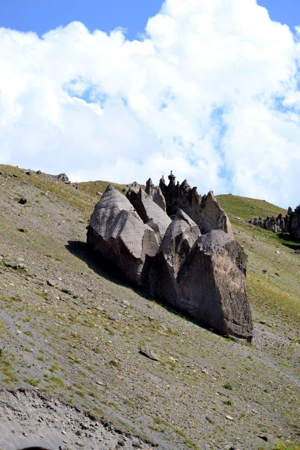 Pieczarka kamienia skały Kamienna pieczarkowa dolina w górach Północny Kaukaz, Rosja zdjęcia royalty free