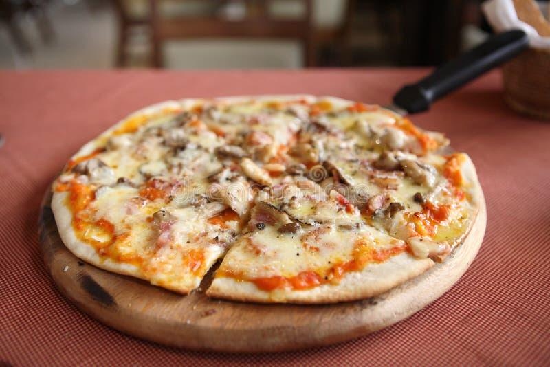 pieczarkowa baleron pizza zdjęcia royalty free
