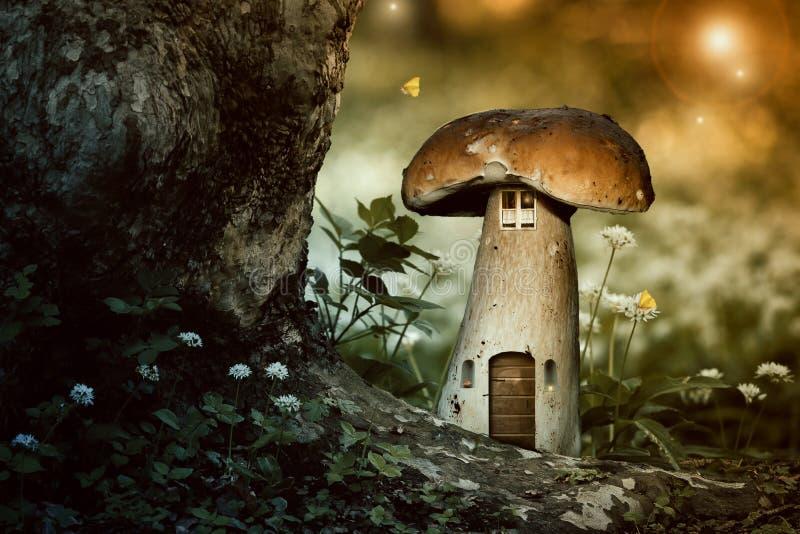 Pieczarkowy elfa dom obraz royalty free