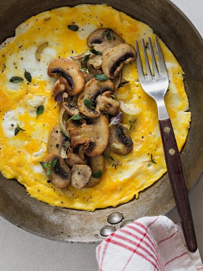 Pieczarkowy omelette obraz royalty free