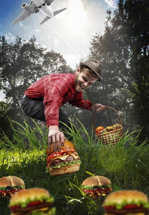 Pieczarkowy poborca zbiera tylko hamburgery fotografia stock
