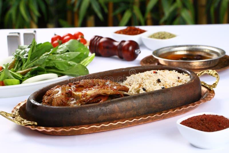 Pieczona noga baranek z ryż obraz stock
