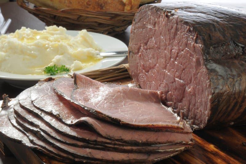 Pieczona wołowina i grule zdjęcia royalty free