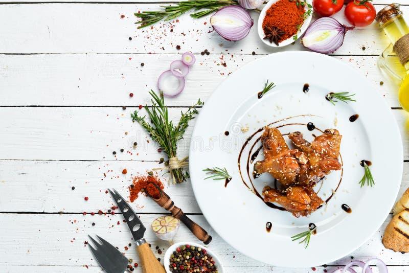 Pieczone skrzydła kurczaka w sosie miodowym Skrzydła bawole Widok z góry fotografia stock