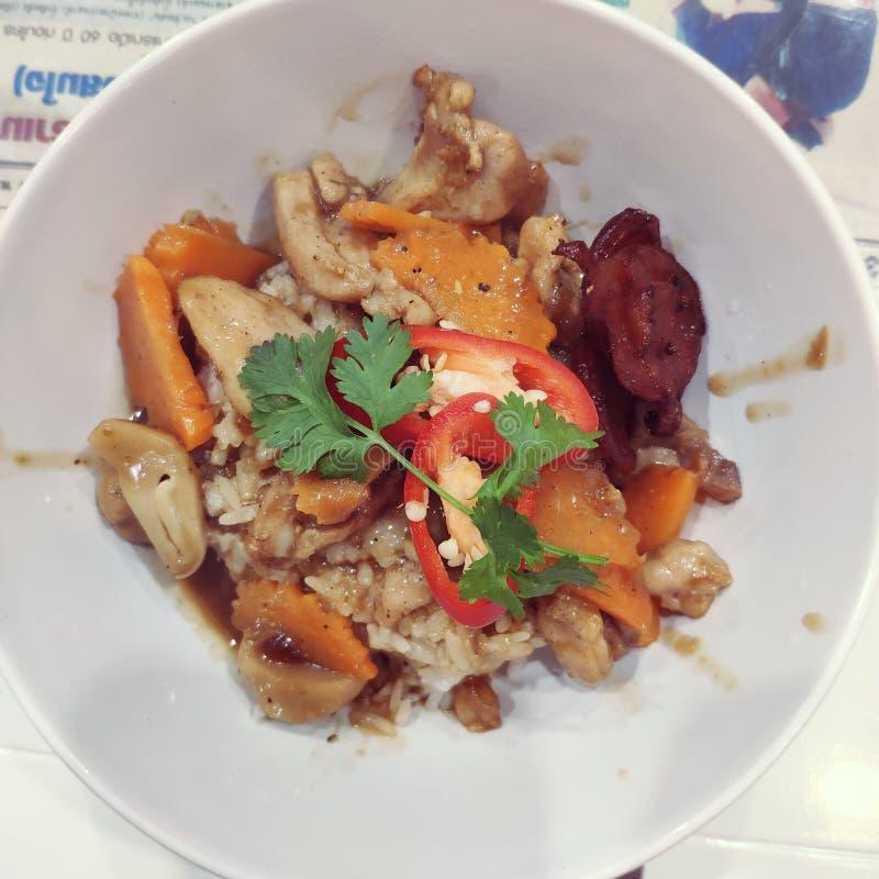 Pieczonego kurczaka basila ryż obraz stock