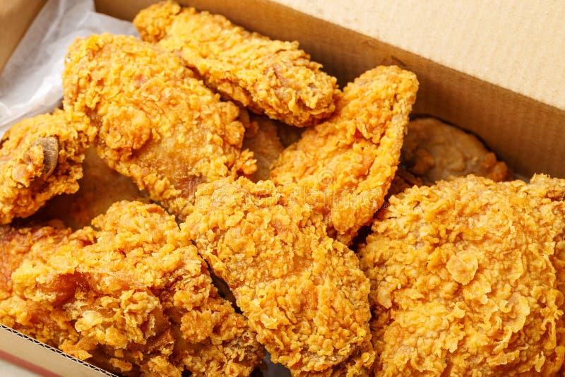 Pieczony kurczak bierze daleko od obrazy royalty free