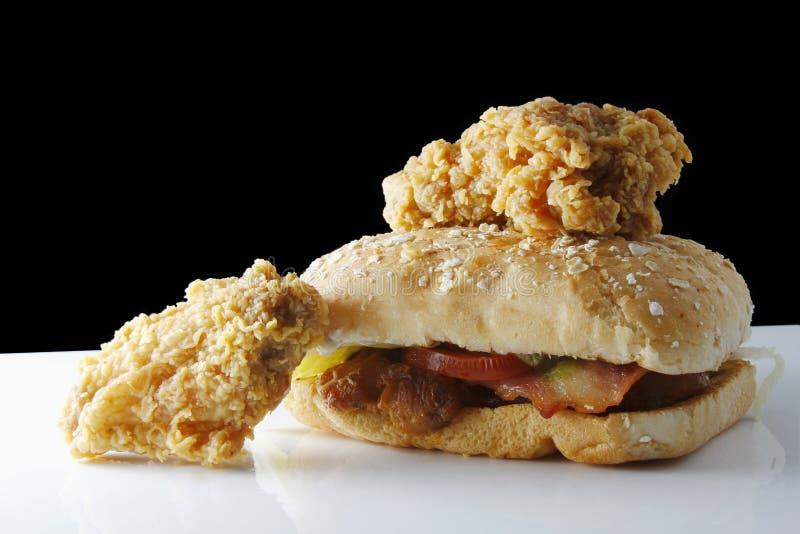 Pieczony kurczak i hamburger obrazy royalty free