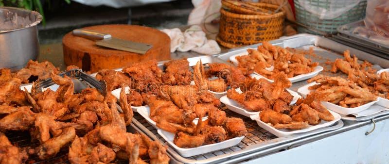 Download Pieczony kurczak w rynku zdjęcie stock. Obraz złożonej z drób - 53776576