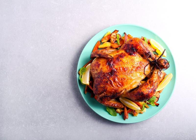 Pieczony kurczak z cytryną i miodowym glazerunkiem zdjęcie stock