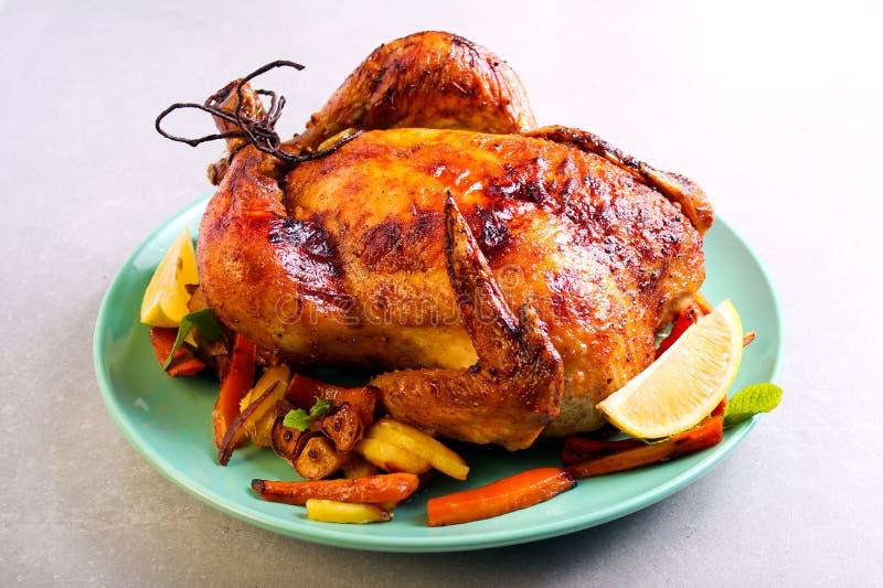 Pieczony kurczak z cytryną i miodowym glazerunkiem obrazy stock