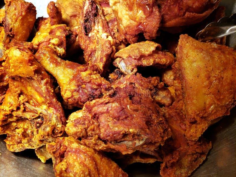 pieczonych kurczaków kawałki dla lunchu, tła i tekstury, zdjęcia royalty free