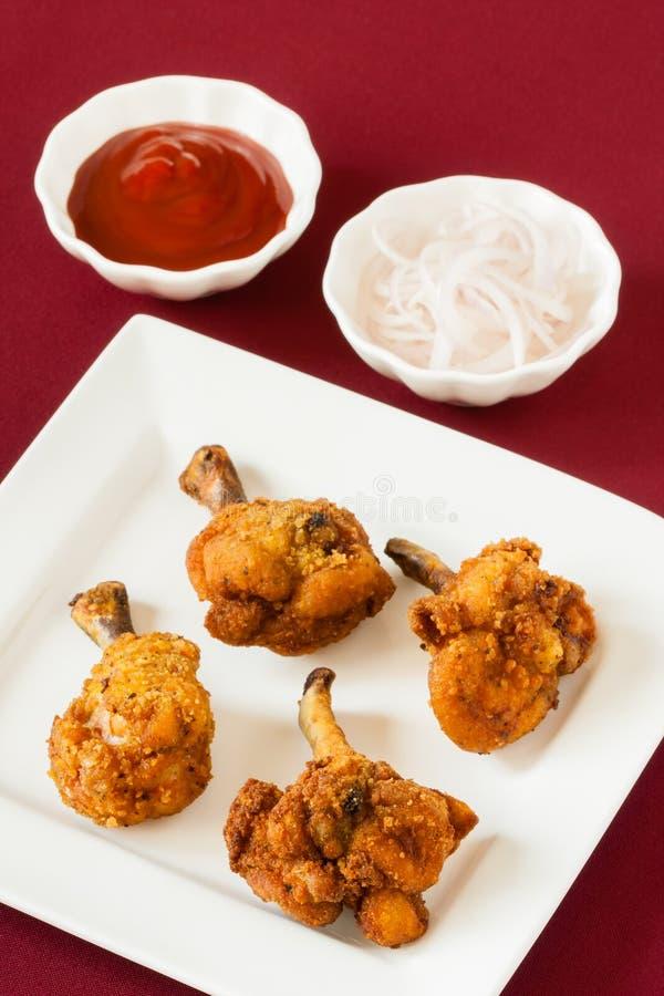 Pieczonych kurczaków lizaki z ketchupem zdjęcia stock