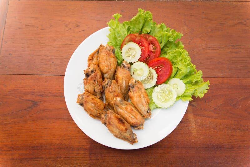 Download PIECZONYCH KURCZAKÓW Skrzydła, TAJLANDZKI Jedzenie Zdjęcie Stock - Obraz złożonej z pomidor, kuchnia: 53791972