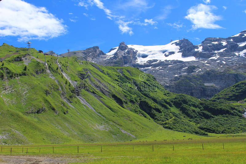 Pied de montagne de Titlis photo stock