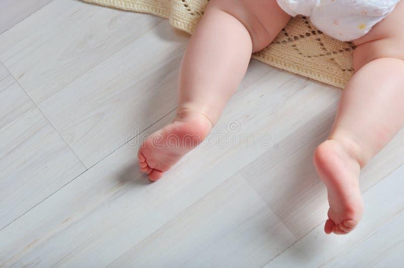 Pied minuscule de bébé nouveau-né photo libre de droits