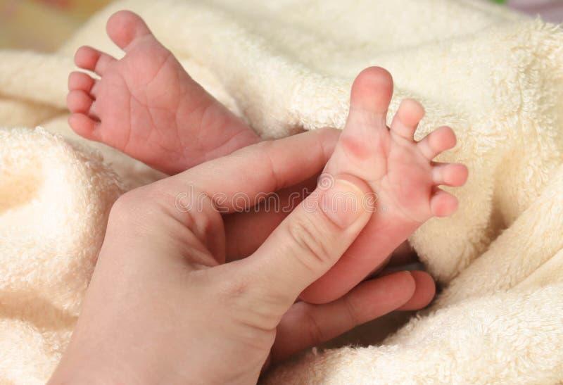 Piedi di neonato fotografie stock libere da diritti