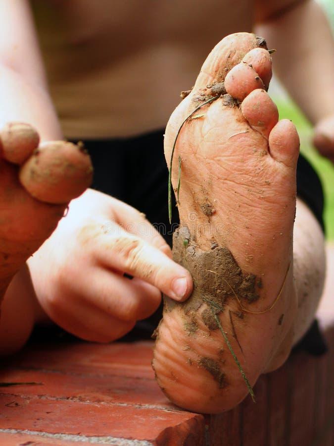 Piedi di piede fangosi fotografia stock