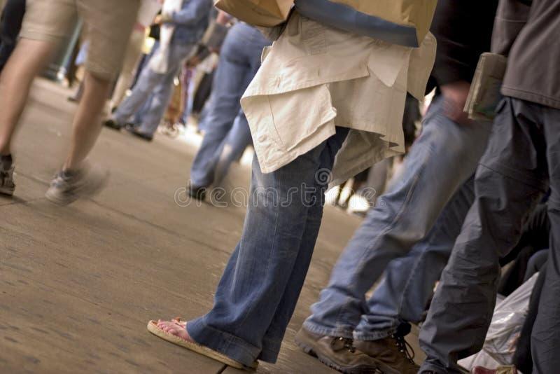 Download Piedi Nella Stazione Di Metro Fotografia Stock - Immagine di stazione, jeans: 207842
