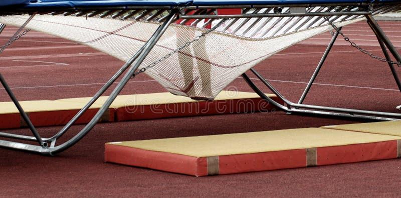 Piedi nella tessitura del trampolino fotografie stock libere da diritti