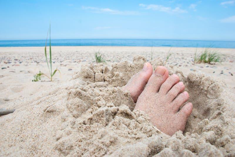 Piedi sulla spiaggia fotografie stock