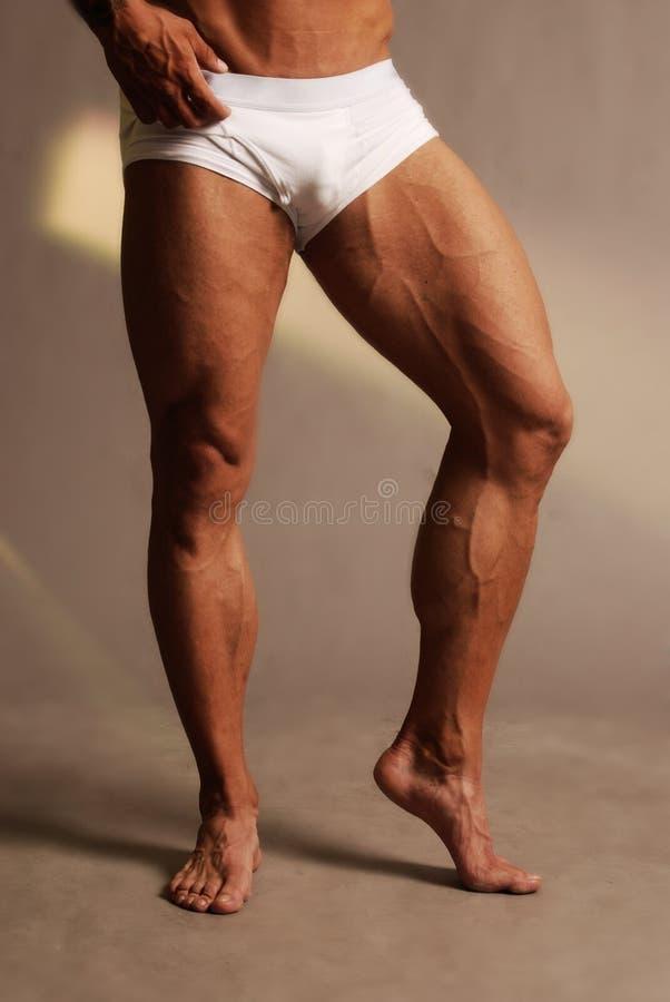 Piedini maschii muscolari fotografie stock