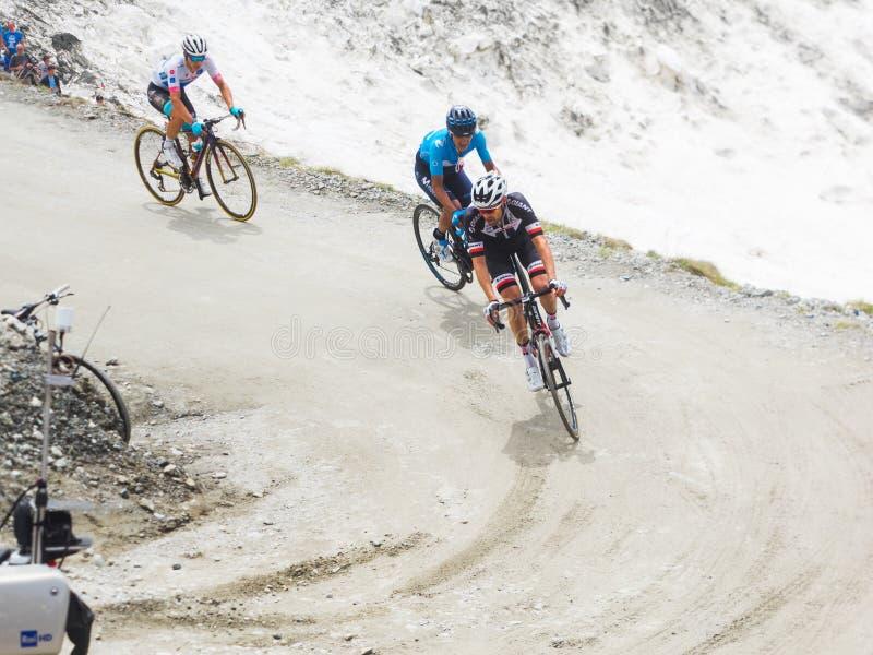 Piedmont, Italia 28 de mayo de 2018 Los ciclistas montan ascendente durante el giro internacional D 'Italia de la carrera de cicl fotografía de archivo libre de regalías