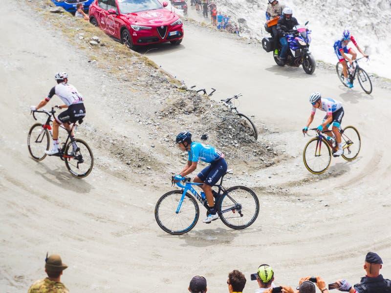 Piedmont, Italia 28 de mayo de 2018 Los ciclistas montan ascendente durante el giro internacional D ?Italia de la carrera de cicl imágenes de archivo libres de regalías