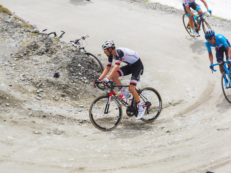 Piedmont, Italia 28 de mayo de 2018 Los ciclistas montan ascendente durante el giro internacional D ?Italia de la carrera de cicl fotos de archivo