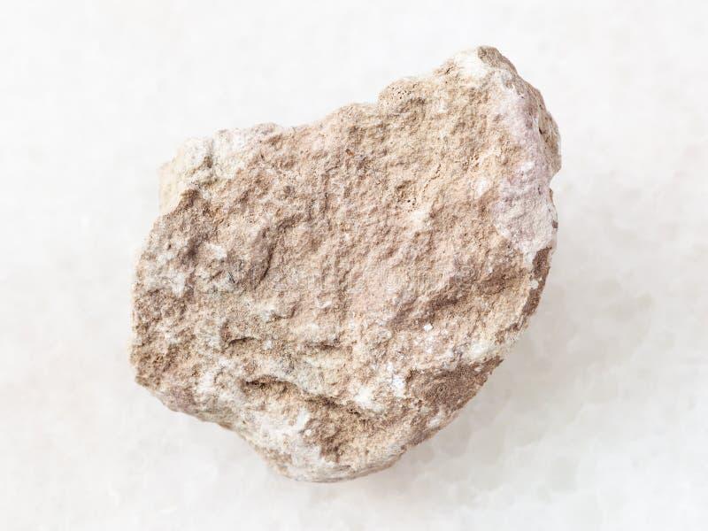 piedra áspera de la marga en blanco imágenes de archivo libres de regalías