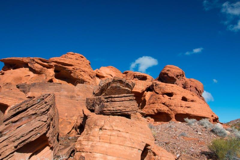 Piedra arenisca roja en la zona de recreo nacional del lago Mead, Ne de la roca imágenes de archivo libres de regalías