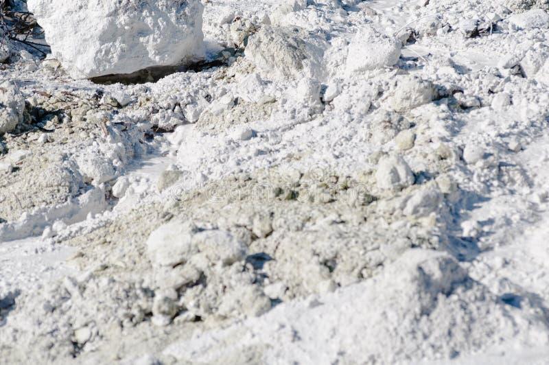 Piedra caliza en agua difundida de la luz natural foto de archivo libre de regalías