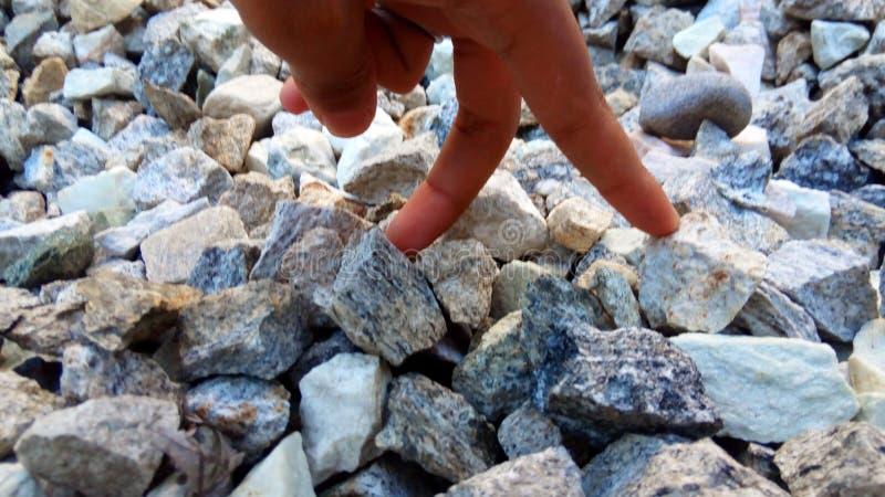 Piedra con el finger fotografía de archivo